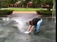 Frisbee w fontannie
