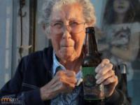 90-letnia pacjentka wyrusza w podróż
