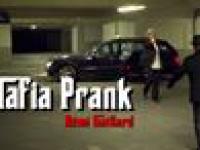 Remi Gaillard jako mafioza wkręca taksówkarza