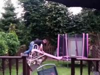 Wślizgiem na trampolinę