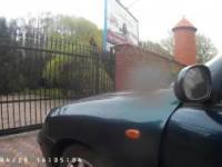 O mało rozjechałby pieszego bo ten zwrócił uwagę, że po chodnikunie nie jeździ się samochodem