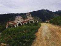 Zjeżdzające miasto w Grecji