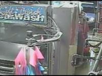 Wypadek w myjni samochodowej