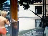 Gołe feministki ścinają Katolicki Krzyż, pomnik WIELKIEGO GŁODU na Ukrainie.