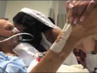 Panna młoda odwiedza umierającego ojca w szpitalu