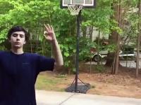 Młody Michael Jordan triumfuje po udanym rzucie