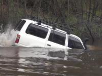 Toyota Land Cruiser kontra rzeka