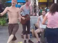 Niepozorni uliczni artyści dają show