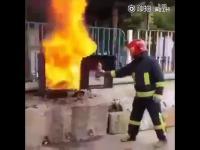 Jak zgasić ogień coca colą