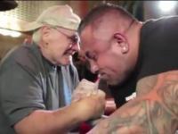 70 letni dziadek kontra Koks w siłowaniu na ręke