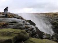 Wiatr i wodospad