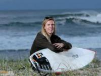 Surfer nieświadomy zagrożenia