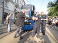 Imigrant Paraliżuje Ruch Tramwajowy w krakowie