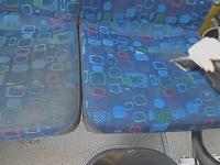Czyszczenie siedzeń w autobusie