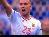 Islandzki piłkarz pluje jak 3latek