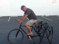 Rower z bardzo dziwnym kołem