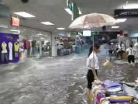 Powódz w centrum handlowym