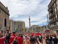 Węgierscy fani głośnio skandują: Polska!