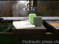 Crushing foams with hydraulic press