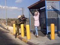 Palestynka z nożem próbująca dźgnąć dwóch żołnierzy na przystanku
