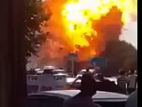 Latający zbiornik na skroplony gaz po wybuchu na stacji benzynowej, Tadżykistan