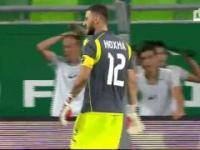 Bramkarz Alban Hoxha vs Ferencvaros (Ferencvaros 1-3 Partizani)