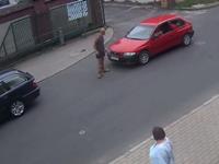 Kierowca bez uprawnień zaatakował używając swojego auta