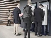 Sprytna kradzież karty bankomatowej wraz z numerem PIN