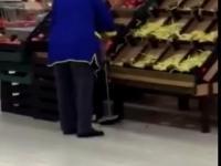 Dyskretna Pani czyni oszczędności w markecie