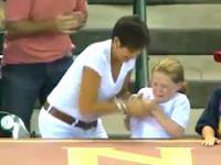 Zła kobieta ujawniła się na trybunach meczu bejsbolowego