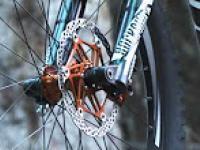 Ekstremalnie szybki zjazd na rowerze