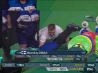 Sztangista mdleje na zawodach w Rio