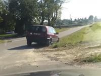 Pijany kierowca golfa pouczony przez kierowcę BMW