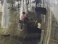 Pewna para z Łeby która ukradla ...stolik z kawiarni