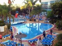 Najszybsze rozstawianie leżaków przed hotelowym basenem