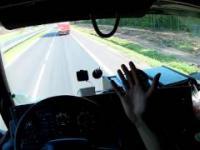 Jazda tirem w koleinach bez trzymania kierownicy