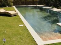 Świetny basen z ruchomym dnem