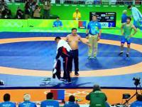 Rio: Mongolscy trenerzy zapasów rozebrali się na macie w ramach protestu!!