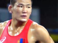Mongolscy trenerzy zapasów rozebrali się na macie w ramach protestu