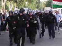Bez kompromisu - Węgierska Policja nie wpuszcza nielegalnych imigrantów