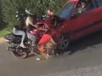 Czołowy wypadek motocyklisty