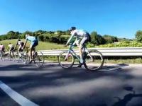 Sprytny kolarz wykorzystuje aerodynamika