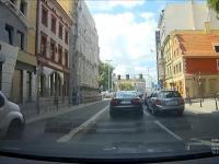 Gdy spotka się dwóch idiotów w drogich samochodach
