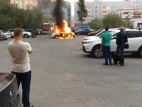 Co trzeba zrobić, gdy płonie samochód?