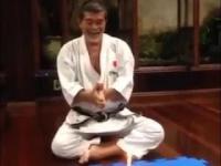 Jak emerytowany karateka zdmuchuję świeczkę