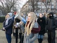 W centrum Szczecina NIEMKA krzyczy do POLAKÓW, że mają przyjmować IMIGRANTÓW!