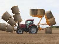 Oszałamiające! Traktor-transformer. Mega transportowanie snopów siana.