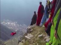 Mama: A jakby twoi znajomi skoczyli z klifu, też byś skoczył!?
