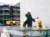 Tymczasem podczas przerwy w pracy na budowie