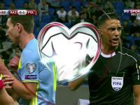 Lewandowski dusi zawodnika Kazachstanu